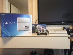 Playstation 4 white 500GB (2 джостика + 4 игры)