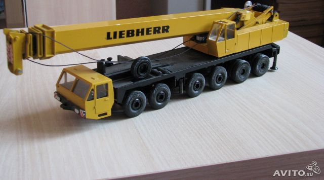 Желтый кран liebherr. Made in Germany by Gescha— фотография №1